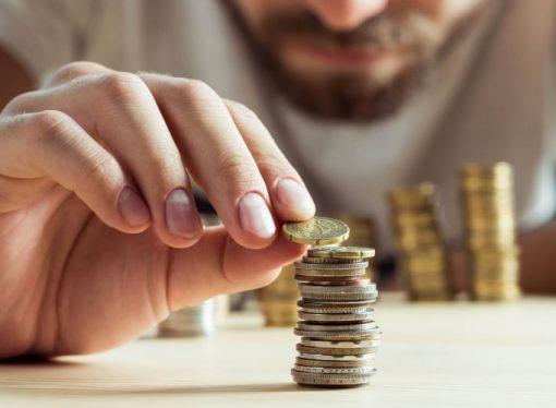 Pobre não poupa, diz ministro do país onde trabalhador não ganha nem um salário mínimo