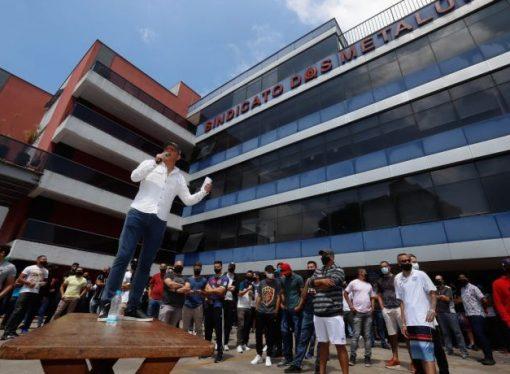 Metalúrgicos do ABC conquistam efetivação de 700 trabalhadores na Mercedes